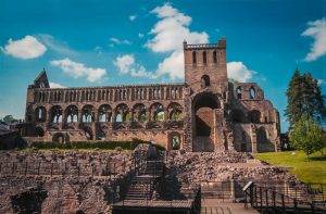 Jedburgh abbey is perhaps he best preserved of the border abbeys