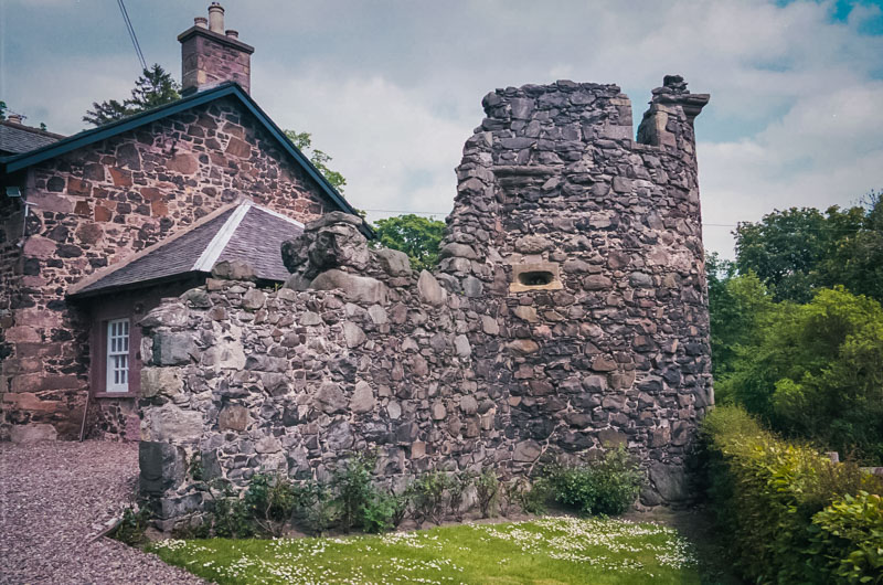 A ruined gatehouse or watchhouse on theouter wall, now long crumbled